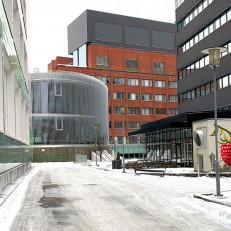 Rakennusten välissä oleva aukio.
